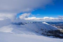Zima krajobraz z pasmem górskim Zdjęcia Stock
