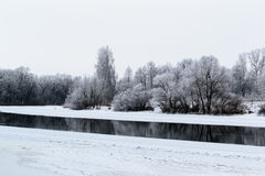 Zima krajobraz z rzeką i śniegiem Obrazy Royalty Free