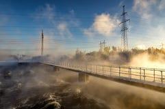 zima krajobraz z rzeką i linią energetyczną, Rosja Urals, Obrazy Stock