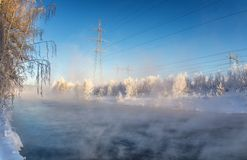 zima krajobraz z rzeką i linią energetyczną, Rosja Urals, Fotografia Royalty Free