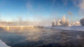 Zima krajobraz z rzeką i tamą, Rosja, Ural Fotografia Stock
