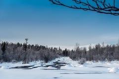 Zima krajobraz z unfrozen rzeką w rosjaninie Lapland, Kola półwysep Obraz Royalty Free