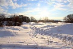 Zima krajobraz, zima w wsi, śnieg kłama na polu Obrazy Stock