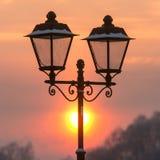 Zima lampion i wieczór zmierzch obrazy stock
