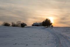 Zima Landschaft, Berghuette w melinie Bergen zdjęcia royalty free