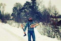 Zima mężczyzna cioski drewno Obraz Stock