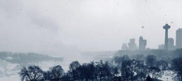 Zima marznący widok Niagara miasto obraz stock