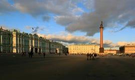 Zima pałac i Aleksander kolumna w St Petersburg mieście Obrazy Stock