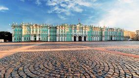 Zima pa?ac - erem w ?wi?tobliwym Petersburg, Rosja zdjęcie royalty free