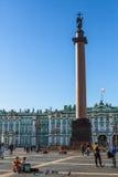 Zima pałac i Aleksander kolumna na pałac kwadracie Zdjęcia Royalty Free