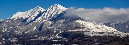Zima panoramiczny widok wioska Les w Champsaur dolinie Hautes-Alpes, Alps, Francja fotografia royalty free