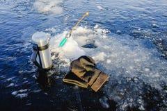 Zima połów na morzu jaskrawy słońce Obraz Stock