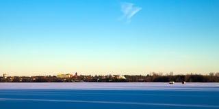 Zima połowu domy na zamarzniętym Jeziornym Irving w Bemidji, Minnestoa zdjęcie stock