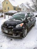 Zima Pogodowy transport - samochód Kopiący z śniegu obraz stock