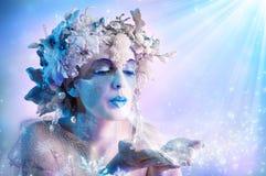 Zima portreta podmuchowi płatki śniegu obrazy stock