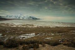 Zima przy biel skały zatoką Obrazy Royalty Free