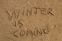 Zima przychodzi znaka na plaży Zdjęcie Royalty Free