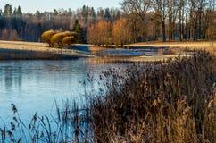 Zima ranek rzeką Zdjęcia Royalty Free
