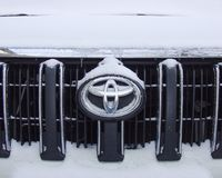 Zima, samochód w śniegu Zdjęcia Royalty Free