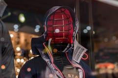 Zima ubiór na pokazie na sklepu okno fotografia royalty free