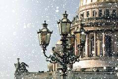 Zima w świętym Petersburg Świętego Isaac katedra w śnieżycy, St Petersburg, Rosja fotografia royalty free
