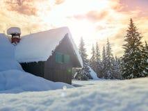 Zima wakacje dom w Slovenia alps zdjęcia stock