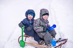 Zima wakacji zabawa Dwa chłopiec wpólnie ono ślizga się na pleasan Obraz Royalty Free
