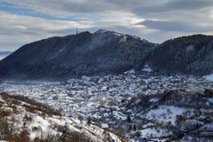 Zima widok Brasov średniowieczny miasto fotografia stock