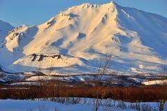 Zima widok erupci Klyuchevskoy aktywny wulkan fotografia stock