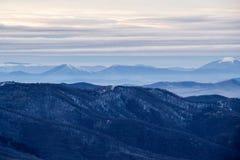 Zima widok górski od Kopitoto wzgórza, Vitosha góra, Sofia, Bułgaria obrazy stock