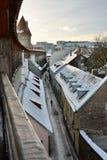 Zima widok od grodzkiego ściennego przejścia Helleman wierza tallinn Estonia zdjęcie stock