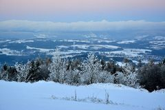Zima widok przy daleką odległością przy górami Krkonose Obrazy Royalty Free