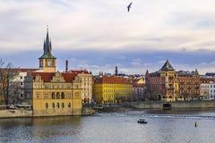 Zima widok Vltava rzeka w Praga, republika czech obraz stock