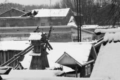 Zima wiejski krajobraz z widokiem Rosyjskiej wioski Fotografia Stock