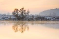 Zima wschód słońca nad rzeką Obrazy Stock
