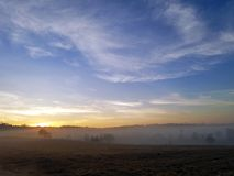 Zima wschód słońca przy Kramang polem i ranek obraz royalty free