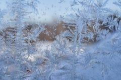 Zima wzór lodowi kryształy na szkle fotografia royalty free