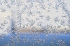 Zima wzór lodowi kryształy na szkle zdjęcie royalty free