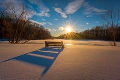 Zima zmierzch ciska ławka cień w śniegu Obrazy Royalty Free