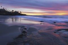 Zima zmierzch i Dramatyczny niebo nad Pacyficznym oceanem w losie angeles Jolla Kalifornia Zdjęcia Stock