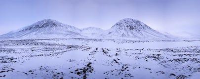 Zima zmierzch nad stołowymi ziemiami Fotografia Stock
