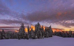 Zima zmierzch przy Krater jeziorem fotografia stock