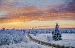Zima zmierzchu droga przez śnieżnych poly Obrazy Stock