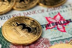 Zimbabwe hiperinflacji Bitcoins i banknot Hiperinflacji Zimbabwe bank rezerwy Zimbabwe obraz stock
