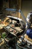 Zimmereiwerkstatt an der Mitte des Arbeitstages lizenzfreies stockbild
