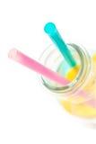 Zimna cytryny woda w szkle z dwa słoma, odizolowywać na bielu Zdjęcie Royalty Free