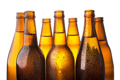 Zimna piwna butelka brogująca na białym tle Zdjęcie Stock