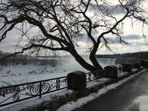 Zimna zima w Niagara spadkach zdjęcia stock