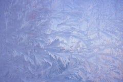 Zimno mrozu wzory na szkle obraz stock