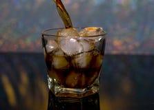 Zimno, napój, lód Lodowy whisky i kola obraz royalty free